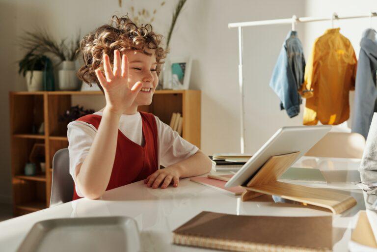 obraz szkoła języków angielski dla dzieci online, niemiecki dla dzieci online